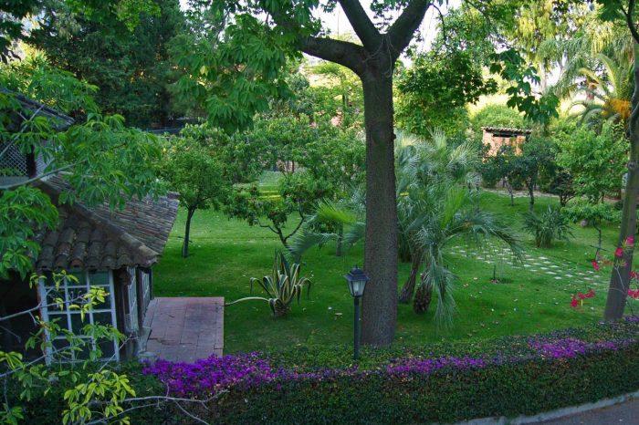 la-villa-giardini-naxos-2.jpg