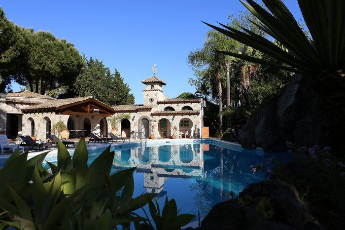 piscina-la-villa-giardini-naxos